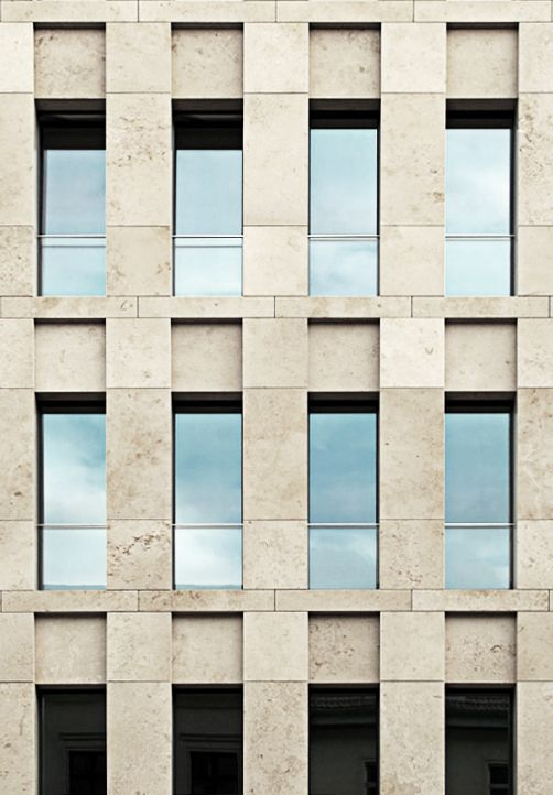 Facade of the Haus am Max Reinhardtplatz by Kleihues + Kleihues Architekten. Photo taken from Deutsches Architektur Forum, edited bij NOMAA|marco jongmans).