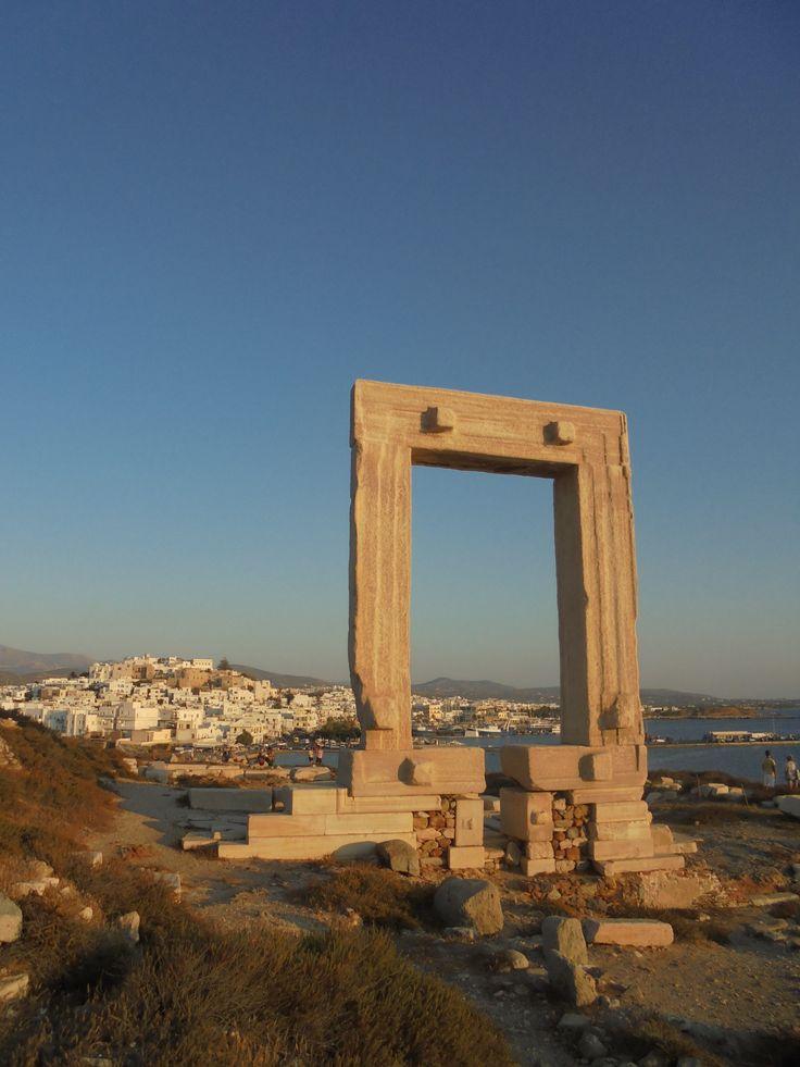 Χώρα Νάξου (Chora Naxos) στην πόλη Κυκλάδες, Κυκλάδες. Στον αρχαιολογικό χώρο της Πορτάρας