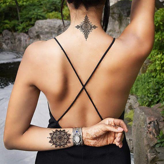 Intrincado alheña simétrica Mandala cuerpo arte temporal