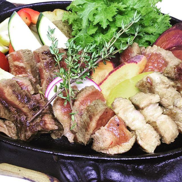蒸気屋名物肉肉グリル盛り‼️ 5種類のお肉の部位を楽しめます(^。^) 和牛リブロース、和牛イチボ、 牛肩ロース、牛ハラミ、相模豚‼️ 今なら、男性限定4名様以上のご来店で、肉肉グリル盛りサービスしております💖 今月だけのお得な情報です😍👍 是非ご来店お待ちしております . . #jyokiyatsujido #jyokiya #tsujido #蒸気屋 #蒸氣屋 #蒸気屋辻堂 #蒸氣屋辻堂 #和ビストロ #イタリアン  #フレンチ #肉  #肉料理 #ステーキ  #肉バル#魚#鮮魚#魚料理 #女子会#ワイン #おしゃれ #宴会#パーティー #ディナー #dinner  #辻堂 #茅ヶ崎 #野毛  #駅近 #辻堂駅 #湘南 . . ご予約承っております! お電話お待ちしてます♪ TEL 0466-52-4299