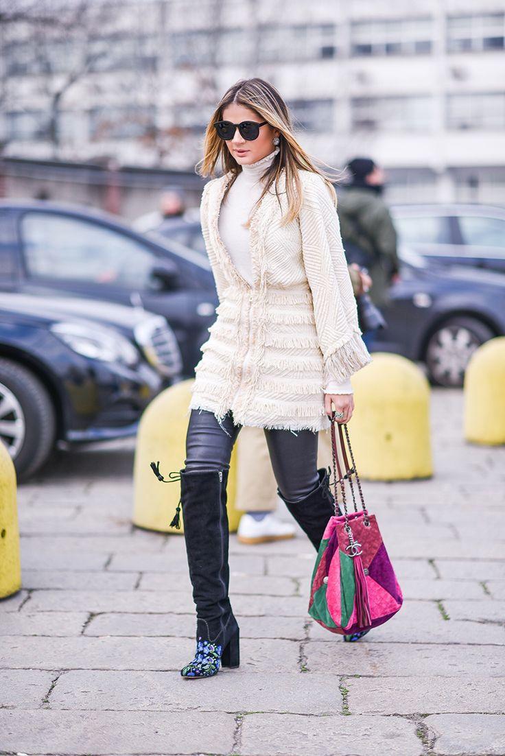 Coat – PatBo   Pants – Balenciaga   Botas – Luiza Barcelos   Bag – Chanel   Óculos – Karen Walker para Ótica Salatiel