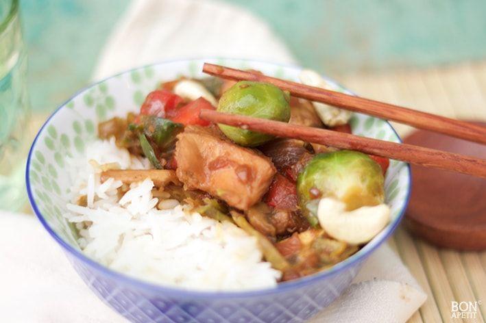 Gewokte spruitjes met kip en rijst