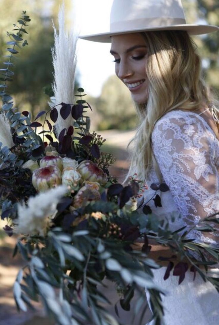 Boho Wedding bouquet by Bettie bee blooms Photo by: @alexphotoandfilm King proteas, unstructured, native bouquet, burgundy, boho