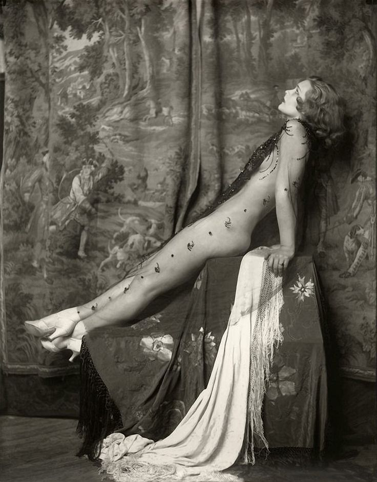 """Ziegfeld Girl: Drucilla Strain ~ Appeared in the Ziegfeld Follies of 1931 and performed in the misical """"Anything Goes"""" (1935) as 'Snooks'. Photo: Alfred Cheney Johnston."""