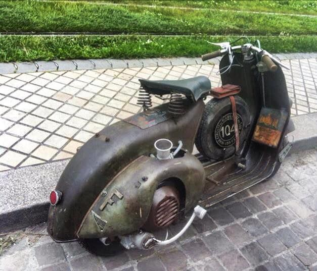 vintage Vespa via https://www.facebook.com/Vespadeluxe?fref=photo