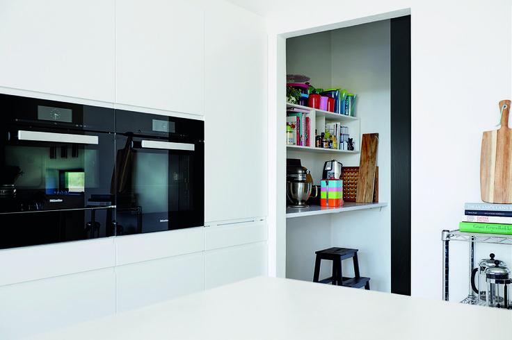 Hvis du har plads, er et viktualierum et kæmpe plus i boligen: Madvarer og køkkenmaskiner er altid lige ved hånden.