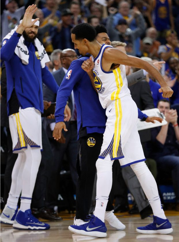 Golden State Warriors' Shaun Livingston (34) celebrates his dunk with teammates against the Orlando Magic in the second quarter at Oracle Arena in Oakland, Calif. on Monday, Nov. 13, 2017. (Nhat V. Meyer/Bay Area News Group)
