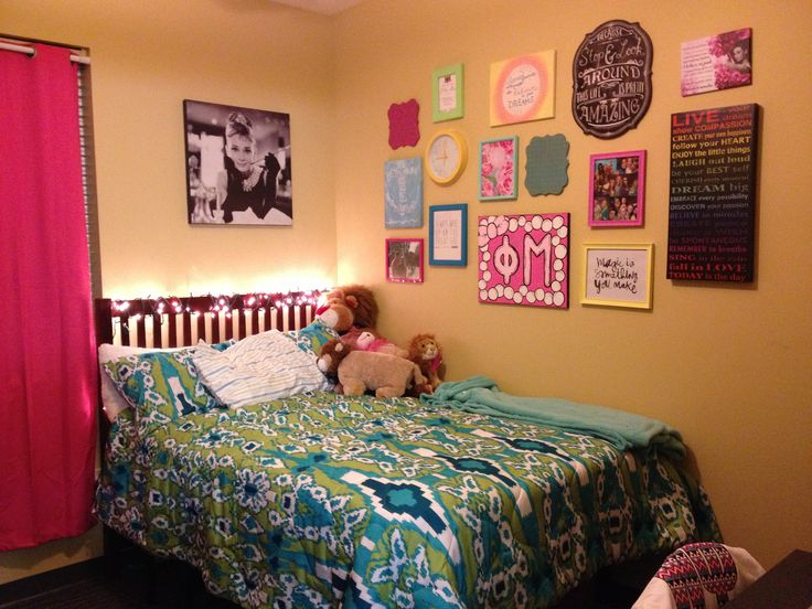 Dorm room. Wall decor! {Dorm Living} Pinterest Dorm