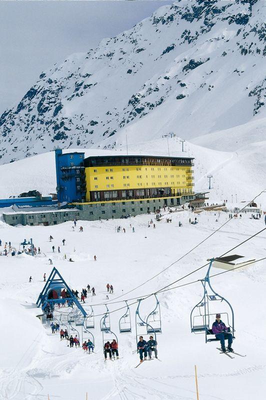 ✿⊱╮Centro de esquí Portillo ,ubicado en la Cordillera de los Andes a 120 kilómetros de Santiago de Chile.