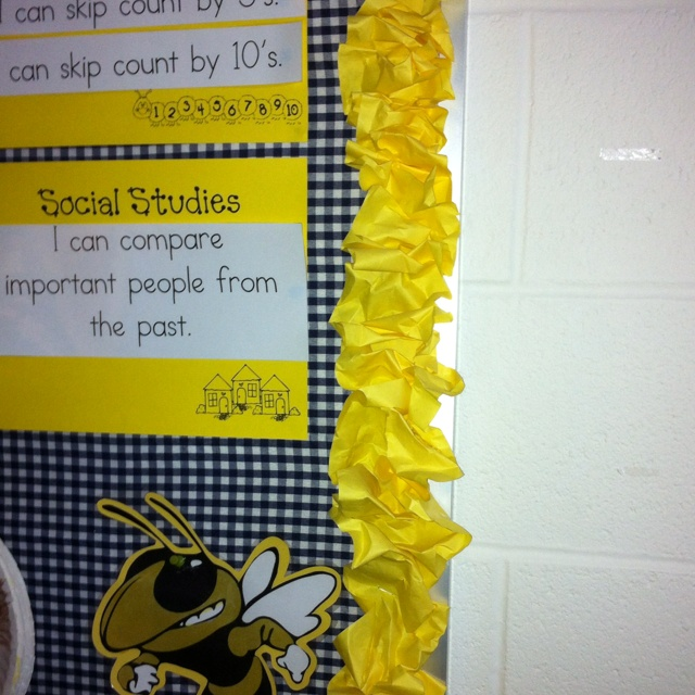 LOVE this!!!! For cheep and cute border cut strips of bulletin board paper and just scrunch and staple!