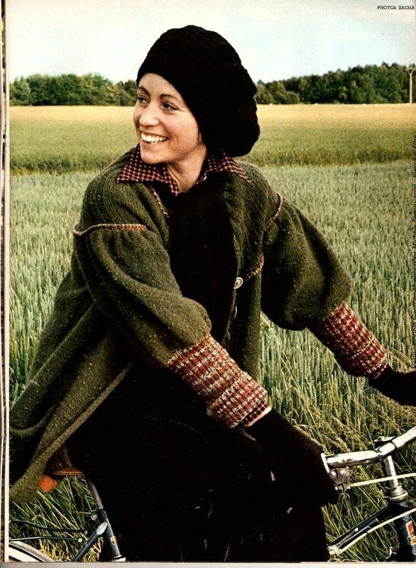 magazine 100 idées n°11, septembre 1974, photo Gilles de Chabaneix,  femme avec veste en tricot et béret, bicyclette, vert kaki