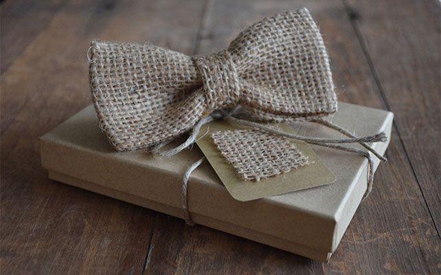 Галстук - бабочка из мешковины для свадьбы в деревенском стиле для жениха и друзей жениха на свадьбу