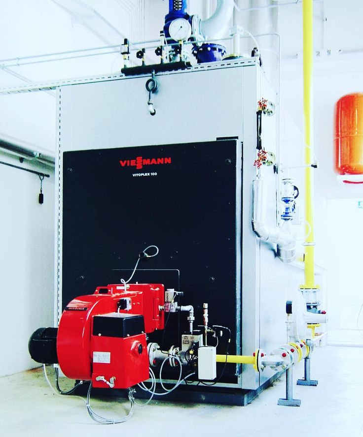 Steam boiler with natural gas burner. An old one.  #steam #steaminstallation #installation #installer #installers #boilerroom #boiler #boilers #heizung #gas #naturalgas #natgas #gasinstallation #water #hot #kessel #heizkessel #industrial #energy #energyefficiency #piping #pipesizing #pipe