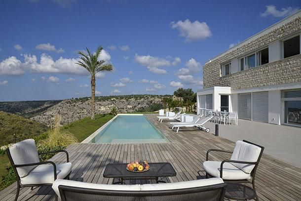 4 Bedroom Villa in Scicli to rent from £870 pw, with a private pool. Also with Solarium, air con and TV.