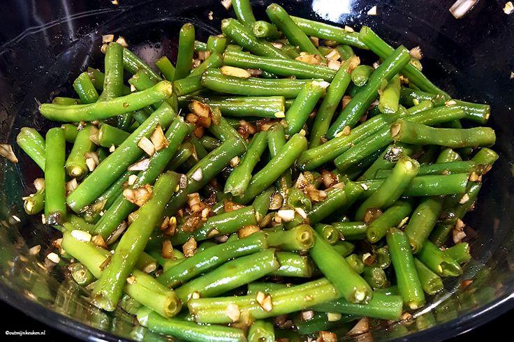 Wist je dat kort gekookte sperziebonen zich heel goed lenen om koud in een salade te eten? Lekker bij de barbecue of met een biefstukje en gepofte aardappel