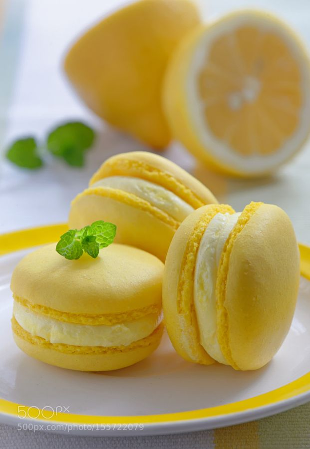 Pic: Colorful french macarons with lemon flavor