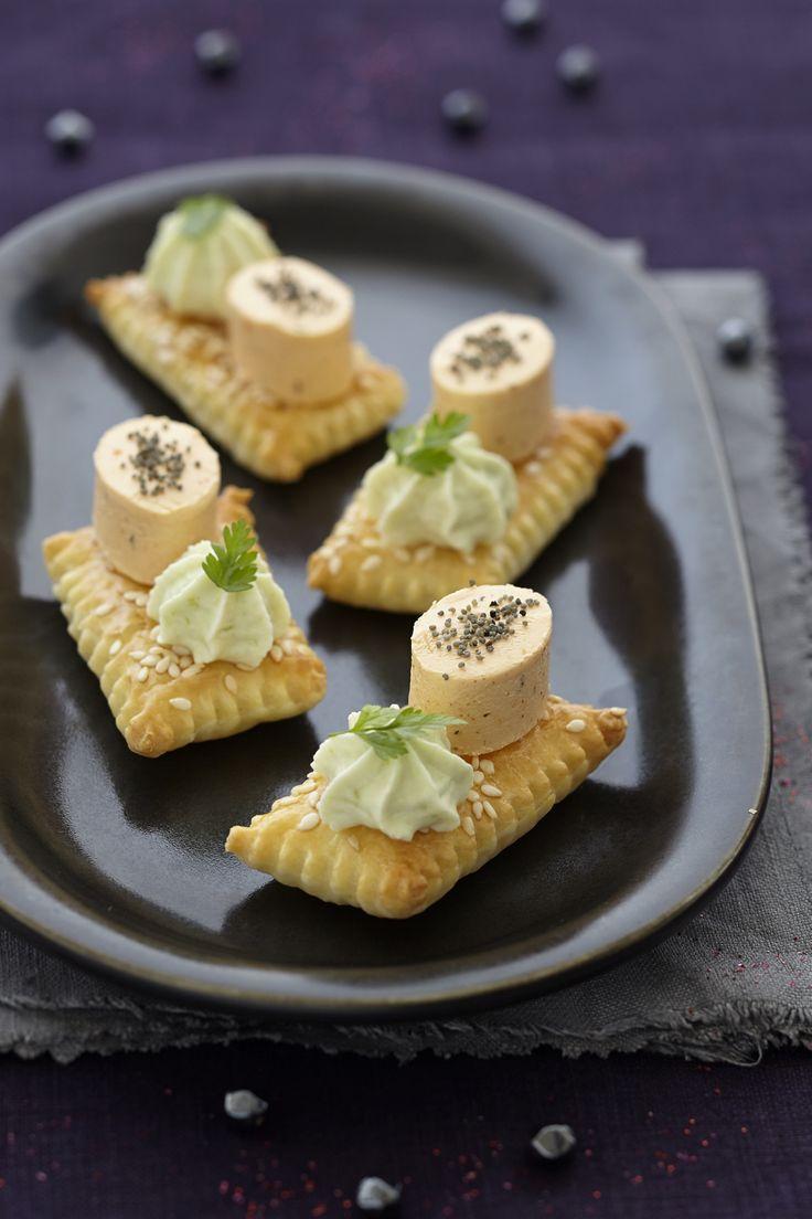 Knusprige Blätterteig-Häppchen garniert mit Bresso Apéritif´s à. Probieren Sie diese und weitere leckere Häppchen von ich-liebe-käse.de!