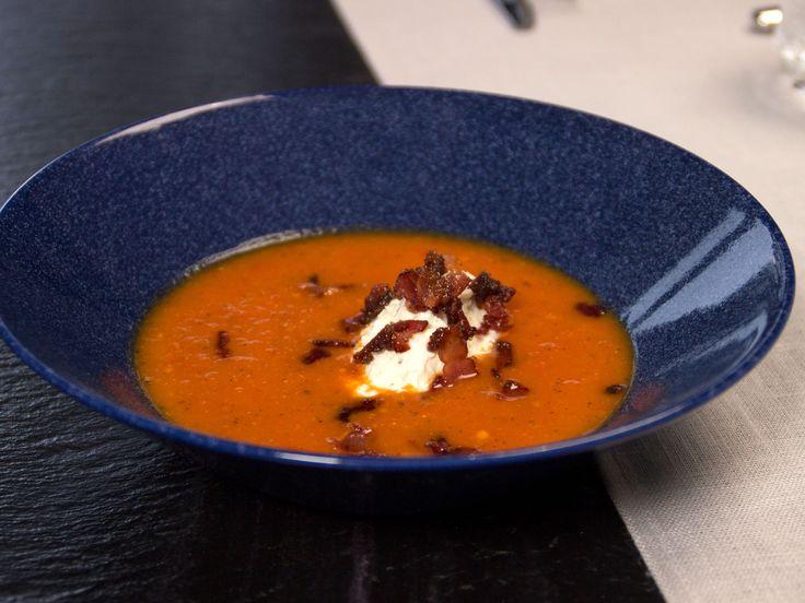 Tomatsoppa toppad med bacon | Recept från Köket.se