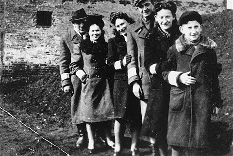 A Jewish family in the Piotrkow Trybunalski ghetto. All those pictured died in the Holocaust. Poland, 1940.  — US Holocaust Memorial Museum