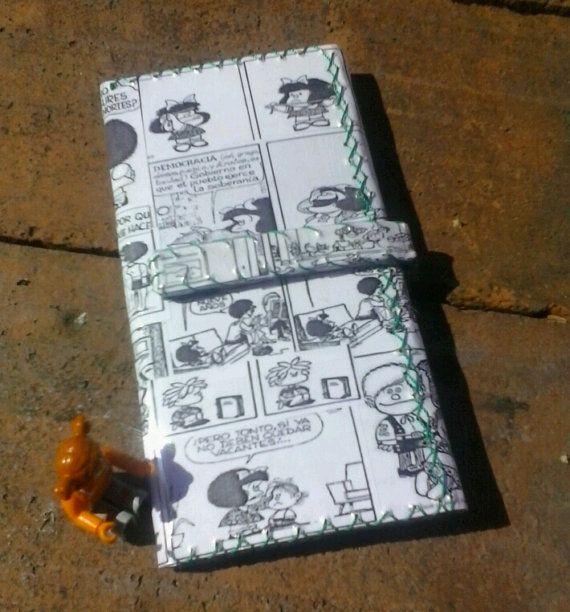 MAFALDA: Reciclado de papel grande cartera, tetra pack, revista Arte, caja de cereal. Cartera cosida de la mano de reciclado.