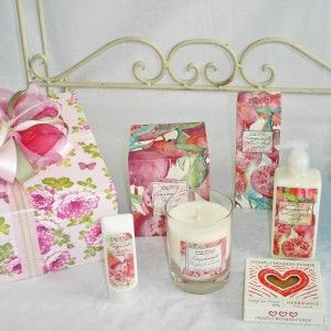 Women's Gifts, NZ made large scented candle, body lotion, handcream, and NZ made fudge,  $66, #Auckland-gifts, #women's-gifts, #corporate-gift-hampers, #New Zealand made gifts
