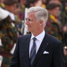LUIK - Koning Filip heeft aan het einde van de herdenking van de Eerste Wereldoorlog een krans gelegd. Deze bestond uit bloemen die er door de eregasten in waren gestoken.