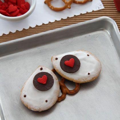Sweet WALL-E Cookies (recipe: http://di.sn/e8J) #ValentinesDay