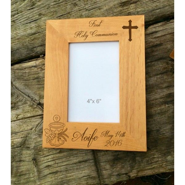 Communion alder wood personalised frame, this alder wood picture frame will capture the memories of that special day.