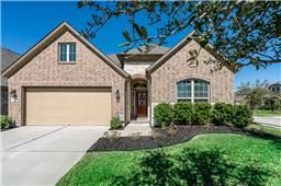 Beautiful 1-story home in sought after Cy-Fair ISD & Cypress Creek Lakes. This fabulous home is located on a corner lot. You will love it from the minute you pull up to the inviting exterior elevation. Features include large tile throughout, gourmet island kitchen w/granite counters, glass tile backsplash, stainless appliances, an upgraded convection oven, perfect for entertaining. Back yard is a good size, great for a future pool. You have easy access to shopping, restaurants & Grand…