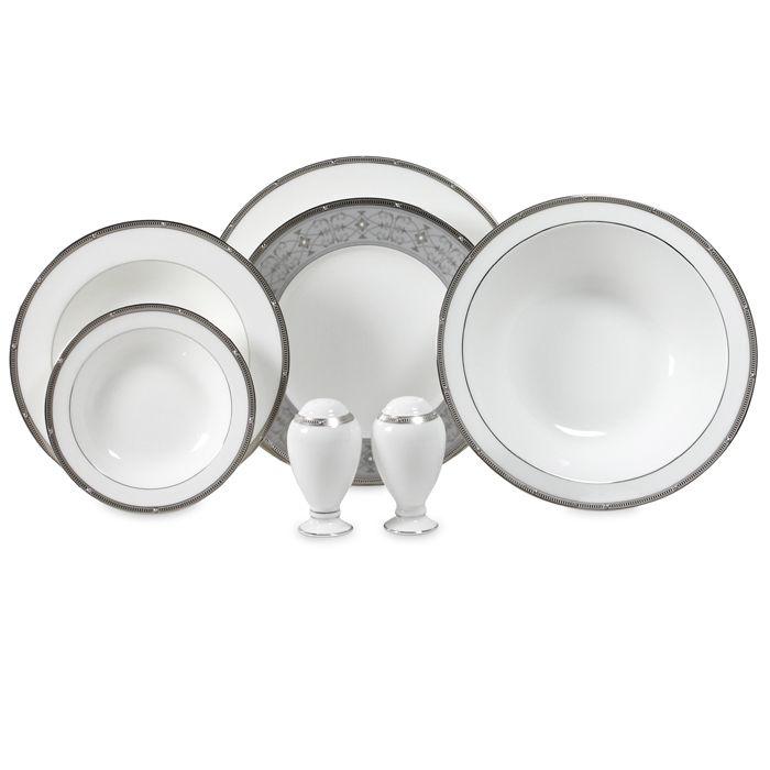 Сервиз обеденный, 6 перс, 23 пр, Рошель Платинум  Посуда из костяного фарфора. Комплектация: тарелка подстановочная 27 см - 6, тарелка десертная 20 см - 6, тарелка суповая- 6,  солонка - 1, перечница - 1, салатник большой - 1, салатник маленький - 2.