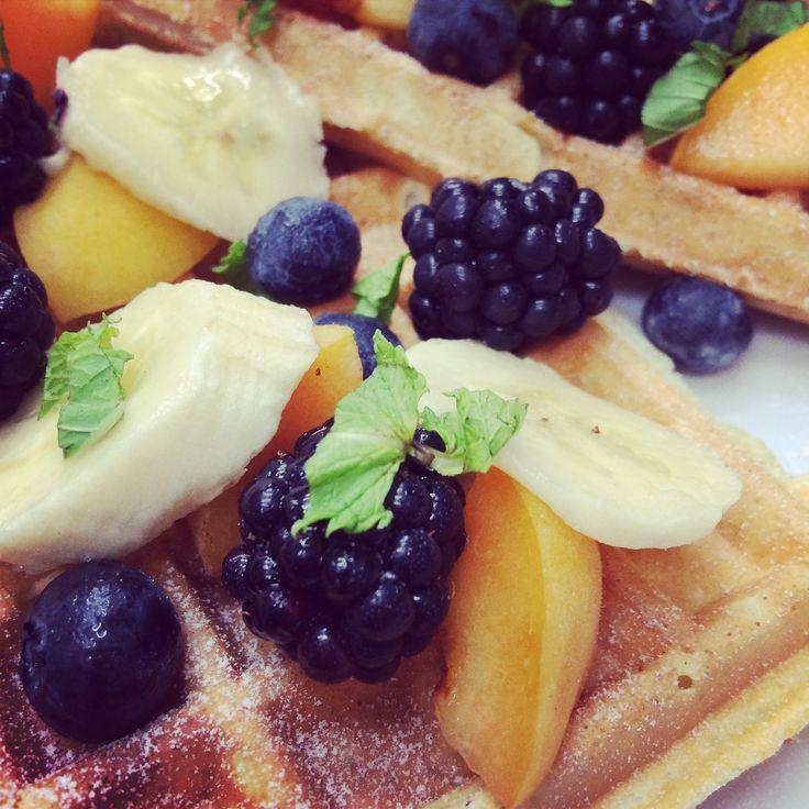 gofry ze świeżymi owocami / waffles with seasonal fruits #difood