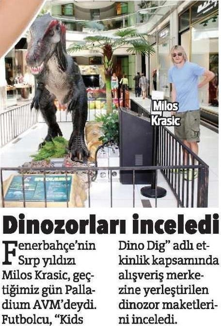 Fenerbahçe'nin Sırp yıldızı Milos, dinozorları inceledi.
