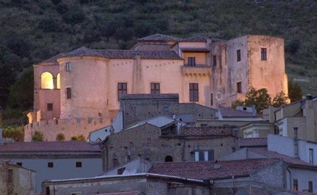 Il castello Pandone di Venafro - provincia di Isernia. 41°29′00″N 14°03′00″E