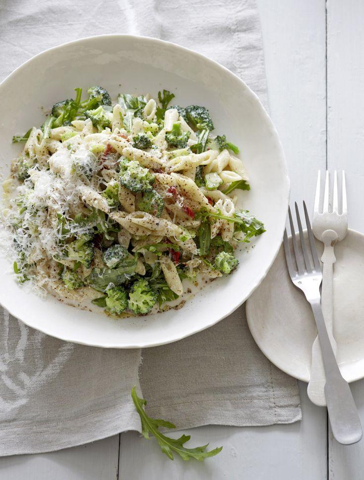 Rezept für Penne mit Brokkoli und Ricotta bei Essen und Trinken. Ein Rezept für 4 Personen. Und weitere Rezepte in den Kategorien Gemüse, Gewürze, Käseprodukte, Milch + Milchprodukte, Nudeln / Pasta, Nüsse, Hauptspeise, Blanchieren, Dünsten, Kochen, Italienisch, Einfach, Schnell, Vegetarisch.