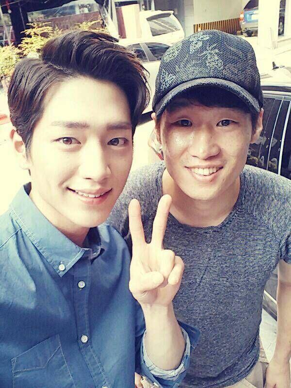 Seo Kang Jun meets up with soccer star Park Ji Sung
