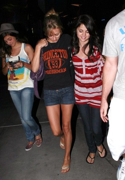 selena gomez friends photos | Selena Gomez Actress Selena Gomez and some friends out at the Sunset 5 ...