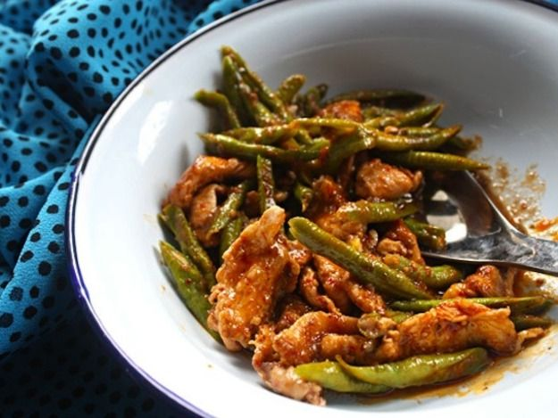 Prik Khing - Chicken Red Curry Stir-Fry with Green Beans - is one of my favorite Thai dishes. I will be making this soon!