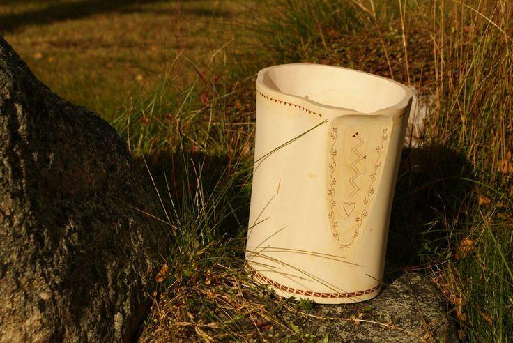 Hollowed jug with barkpowder decor #Woodworking #kolrosing