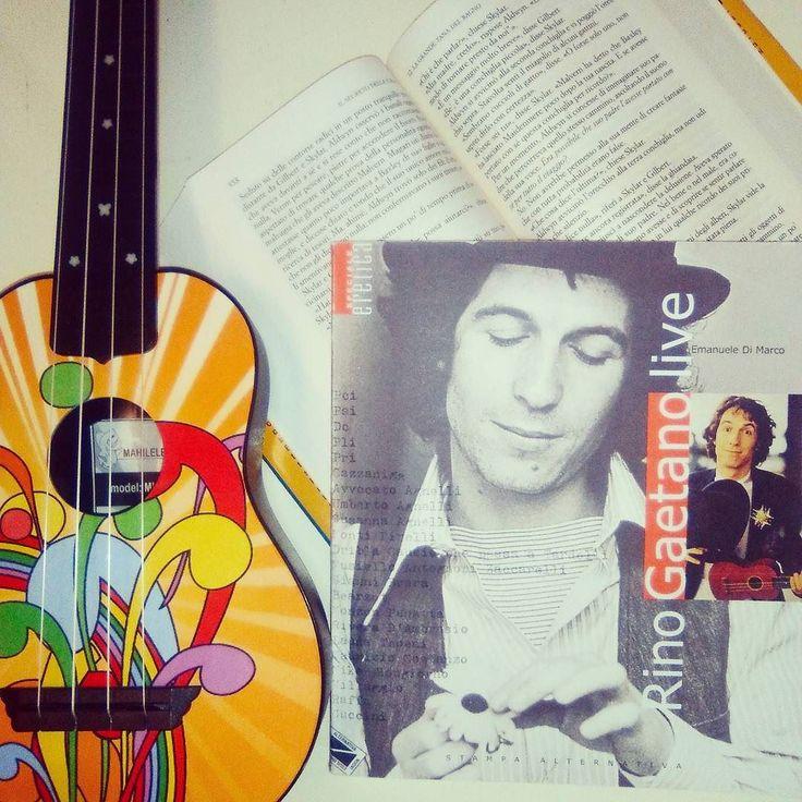 #dueanniconletwins - Libro e Hobby  Tra i miei tanti hobby  la novità è l'ukulele!  Tutto nasce dalla mia voglia di imparare a suonare la chitarra ma per le mie mani da bambina di 5 anni e mezzo era quasi impossibile  così ho ripiegato su questo simpatico strumento! Fonte d'ispirazione il grande Rino Gaetano che ne ha fatto uno dei suoi segni di riconoscimento!  #book #books #libro #libri #lettura #leggere #musica #hobby #instalibro #instabook #love #bookaholic #bookslover #bookstagram…