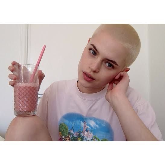 43 Women With Super Short & Buzzed Hair Who Define Their Own Femininity — PHOTOS