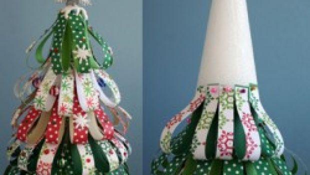 Lavoretti di Natale: un albero in miniatura di carta e polistirolo