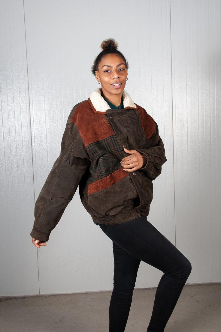 Navajo aztec southwestern bomber jacket. Shop it here: https://www.etsy.com/nl/listing/519084793/vintage-bruin-suede-bommenwerper-90s
