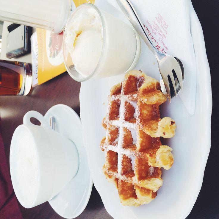 Waffle & Coffee