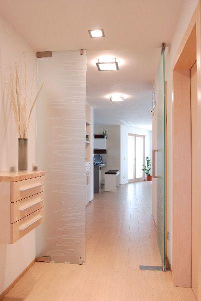 Dvoukřídlé skleněné dveře s pískovaným dekorem