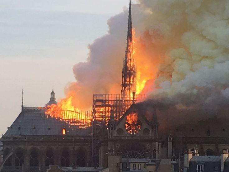 Les images de Notre-Dame de Paris en proie aux flammes – – –