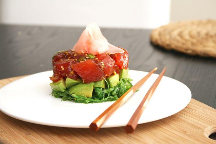 Indien je een smaakvol gerecht zoekt om gemakkelijk indruk mee te maken, of als voorafje bij jouw zelfgemaakte sushi te serveren, dan is Ahi Poke ideaal. Dit is een tonijnsalade met verse groenten en sojasaus die je kunt presenteren in een fraai opgemaakt torentje. Je maakt het in slechts 10 minuten en het resultaat is […]