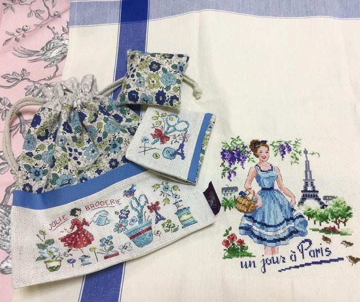 #lesbrodeusesparisiennes 。  .  ブロドゥーズパリジェンヌの新作!  本日入荷しました。  左側が 新作の青い花です。  3点セットで とっても可愛いです。  .  右側は、トルションです!  フランスの夏のデザインですが、、  ステッチするとメチャクチャ可愛いですね!  これは 私も欲しい❤️  .  .  #lesbrodeusesparisiennes #レブロドゥーズパリジェンヌ#クロスステッチ
