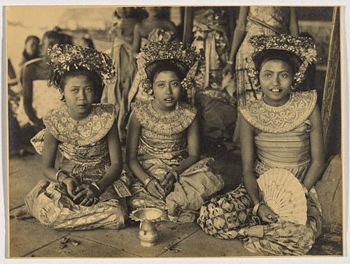 Balinese dancers, Andre Roosevelt 1924