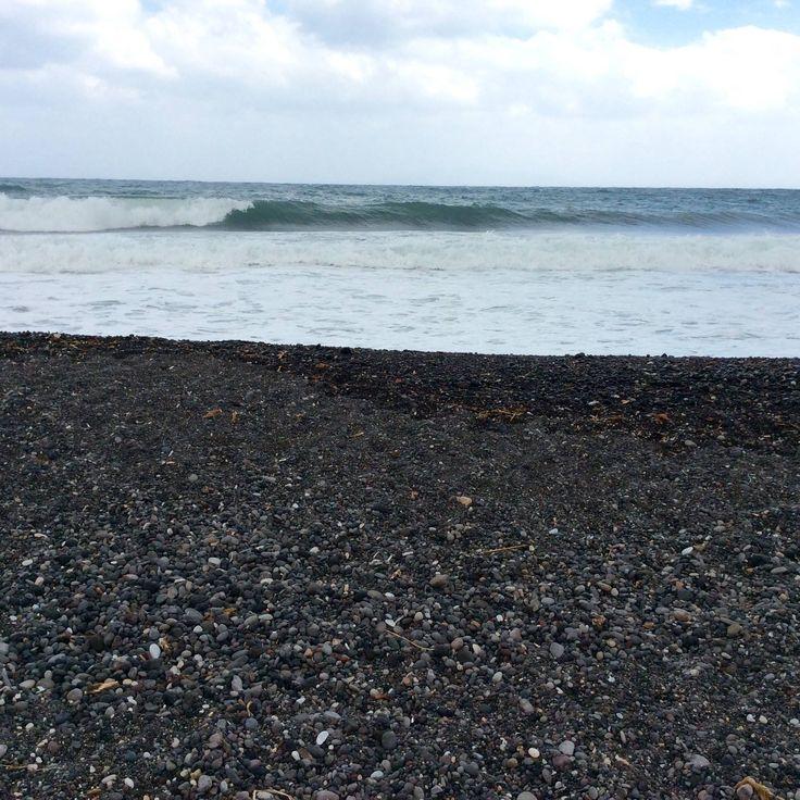 Kamari (spiaggia di sabbia nera). Santorini - Cicladi (Grecia)