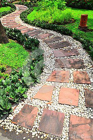 Caminho de pedra em um jardim